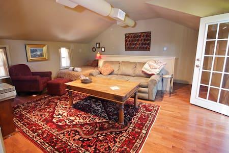 Cozy Treetop Studio Apt: Villanova - Villanova - Apartamento