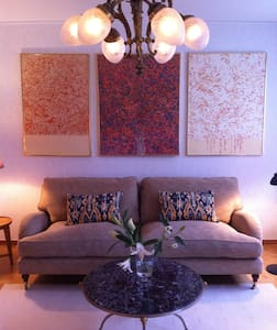 Enjoy artwork in cosy apartement near the city - Stockholm - Apartment