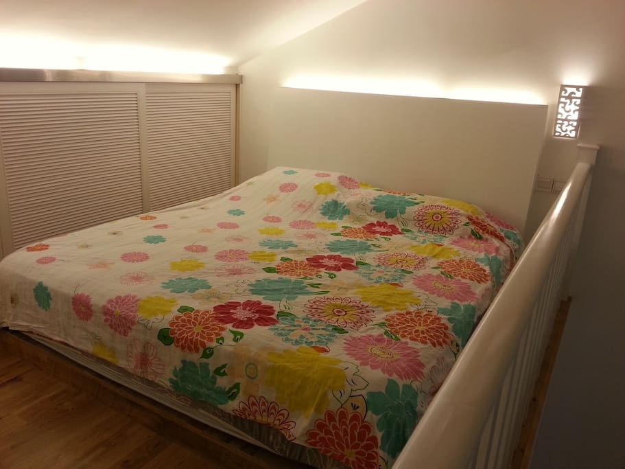 king sized bed with luxury hotel brand (email hidden)ally comfortable!!