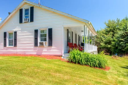 Annie's Paradise' Sleek 2BR Otsego House w/Porch - Haus