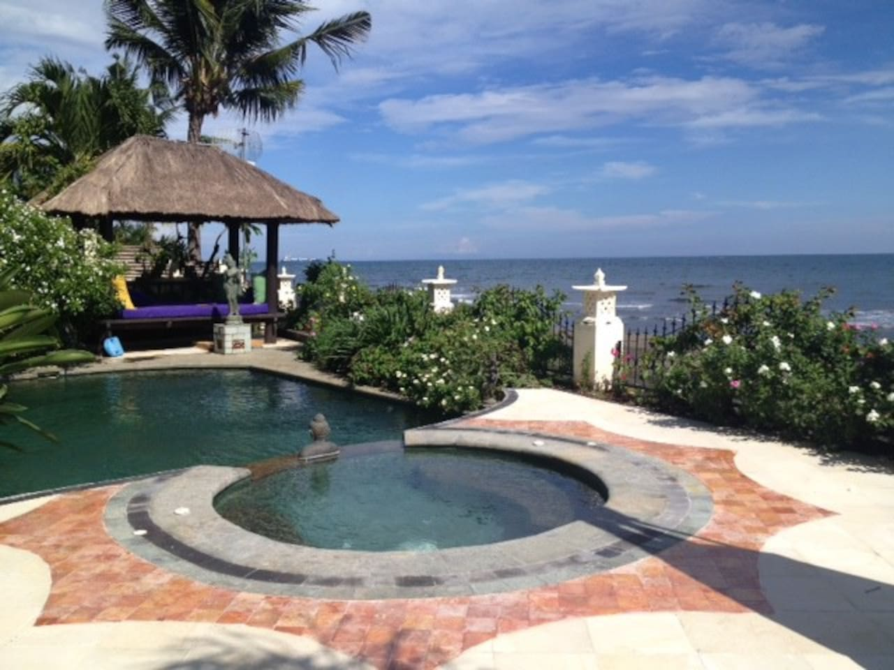 Front pool deck on the ocean.