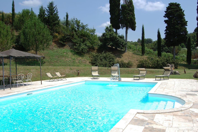 La piscina è esclusivamente riservata agli ospiti della villa