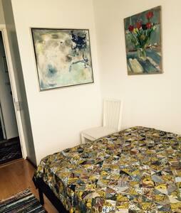 Gæsteværelse hos kunstner. - Apartamento