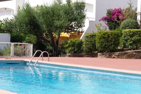 200m de la mer, terrasse de 25 m2 fleurie, piscine - Flat