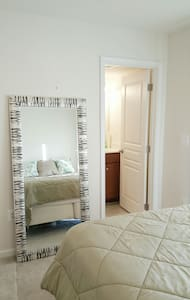 Luxury on a budget!! Private Bed and Bath Suite! - Manassas - Haus