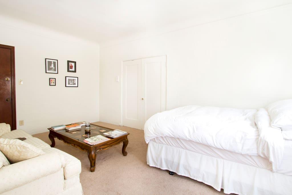 Central Charming Studio Apartment