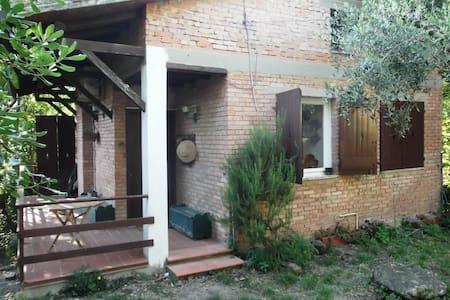 """Casa """"la formica"""" ad Agnano - Hus"""