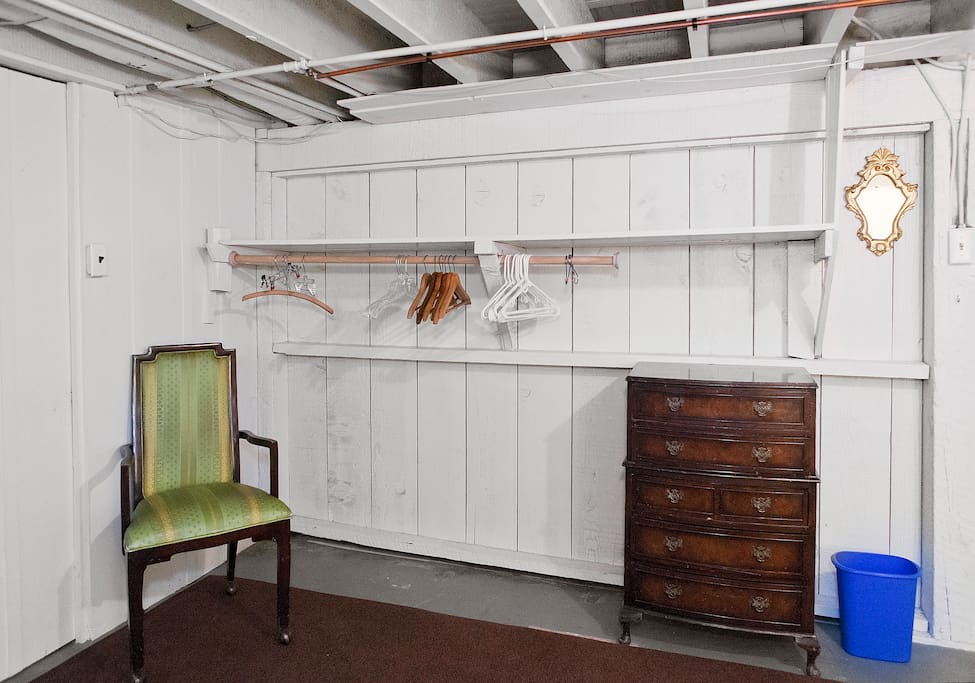 Comfortable Rockridge Guest Room