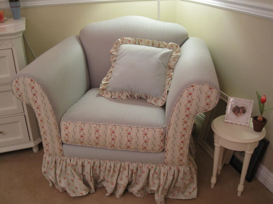 Over stuffed chair & ottoman in the queen bedroom. It looks pinkish but it's mostly blues.