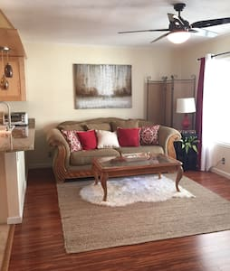 Central Austin Condo Near UT, Downtown, & Capitol - Austin - Apartment