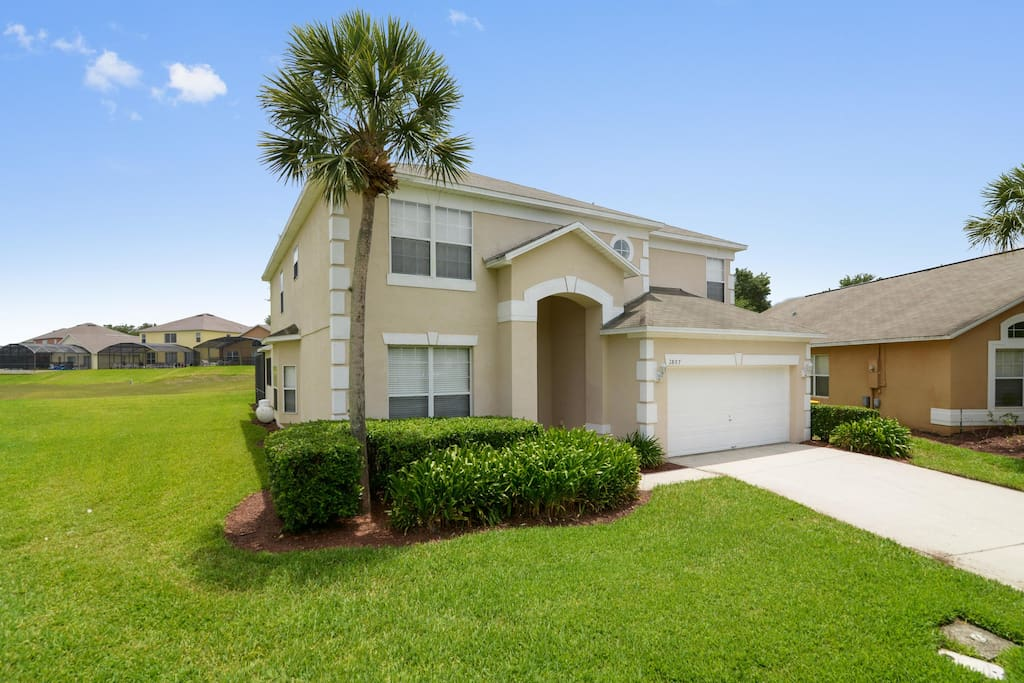 With 6 bedrooms and 4.5 bathrooms, Emerald Palace is fully air-conditioned and ideal for larger families, accommodating up to 12 guests in spacious comfort. This fabulous home-away-from-home is just a short drive to all of the Orlando attractions.
