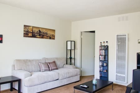 Hollywood 1 BR-Close To The Action