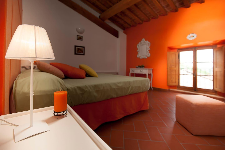 Arancio  triple bedroom with private bathroom