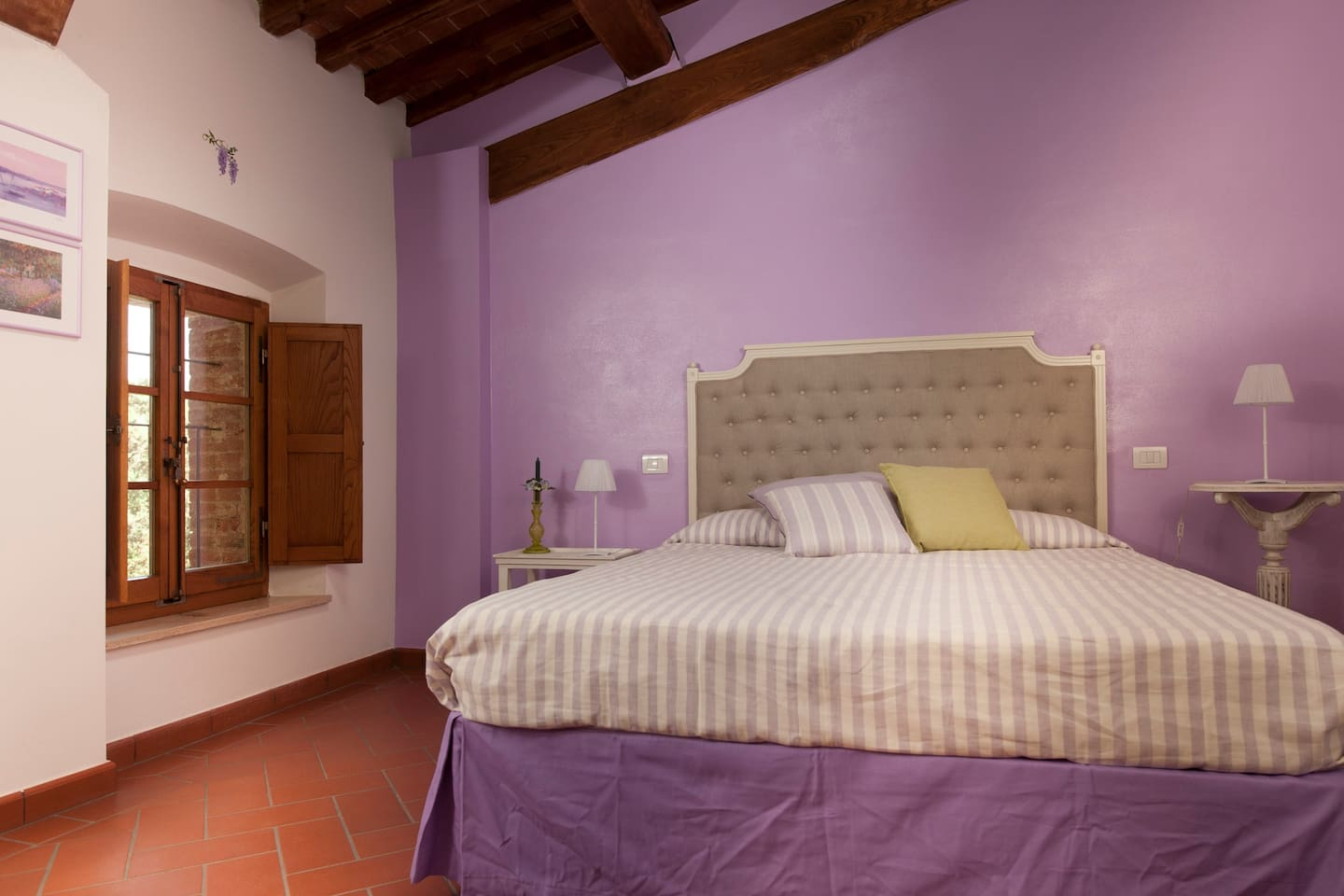 Glicine double bedroom with private bathroom