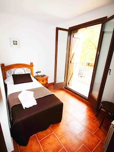Room type: Entire home/apt Bed type: Real Bed Property type: House Accommodates: 1 Bedrooms: 1 Bathrooms: 1