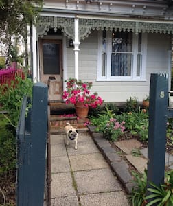 Small cottage for two . - Saint Kilda East