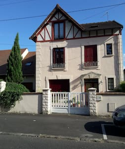 2 private bedrooms 25 mn from Paris - Bed & Breakfast