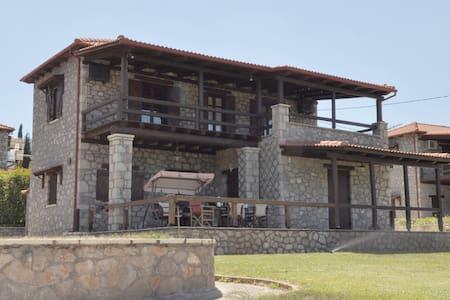 Parnassos mountain, Polydrosos, Stone Maizonette - Polidrosos - Haus