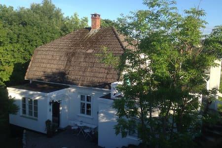 Linddalsveien 7B.  4950 Risør - Risor - Casa
