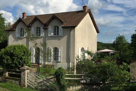 Chambre d'hôte La Petite Bourgogne - Poil - Bed & Breakfast