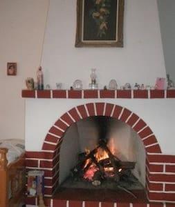 ΗΛΙΟΛΟΥΣΤΗ ΜΟΝΟΚΑΤΟΙΚΙΑ ΣΕ ΟΙΚΙΣΜΟ - Dom