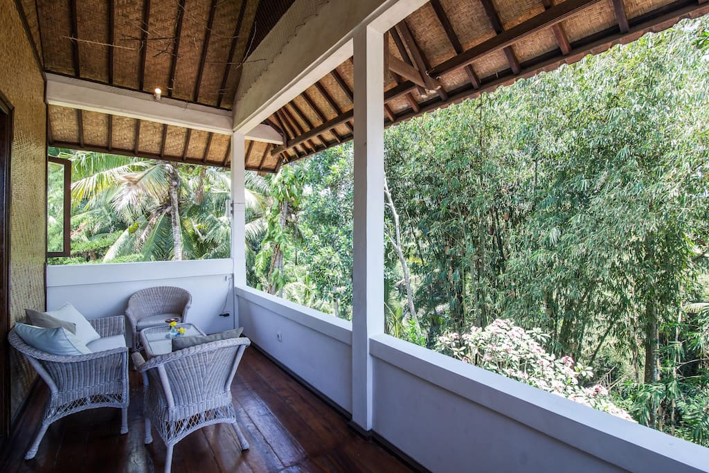 Upstairs veranda with view to jungle river gorge