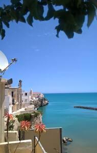 A picco sul mare, vivi la magia del centro storico - Lejlighed