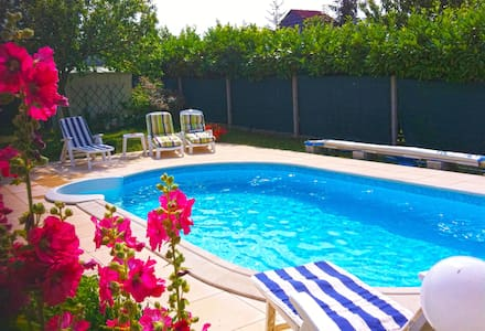 Villa with pool, 30min from the sea