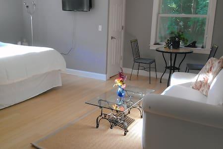 Garrison Get-a-way! Beautiful Master Suite - Casa