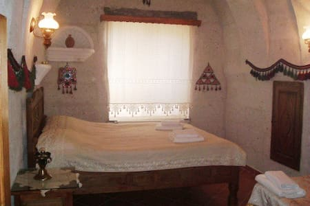 Cozy Cave lıke room, all yours! ... - Uçhisar - Bed & Breakfast