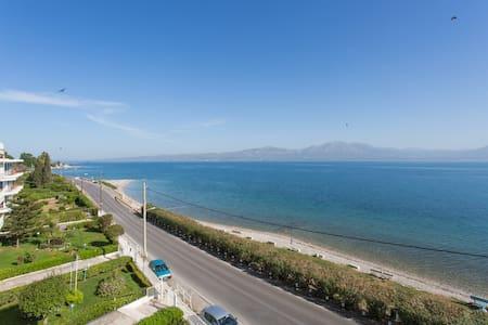Trident Magnificent Seaside flat - Flat