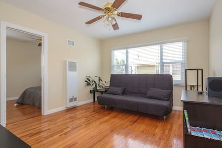 "Entire 1BD ""Upper"" Apt. Mid-City/LA"