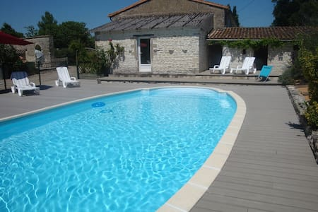 House and swimming Pole  - Le Bourdet