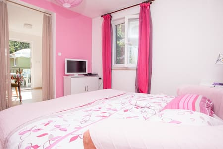 Pink apartment near Porec in Istra - House