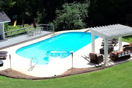 HH - Large Furnished Estate with Pool,Jacuzzi&More - Hus