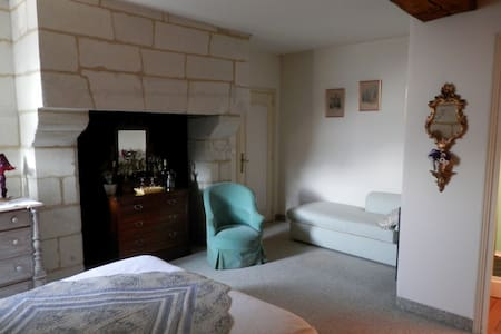 chambre privée MONTSOREAU - Bed & Breakfast
