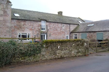 Carnwath Mill Farmhouse Holiday Let - Huis