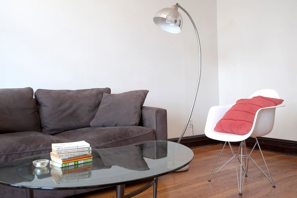 Living room with another Eames eiffel base and lamp
