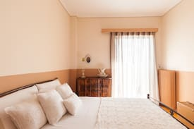 Picture of clean&sunny room @heart of athens!!!
