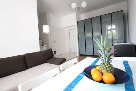 Room type: Entire home/apt Bed type: Couch Property type: Apartment Accommodates: 2 Bedrooms: 1 Bathrooms: 1