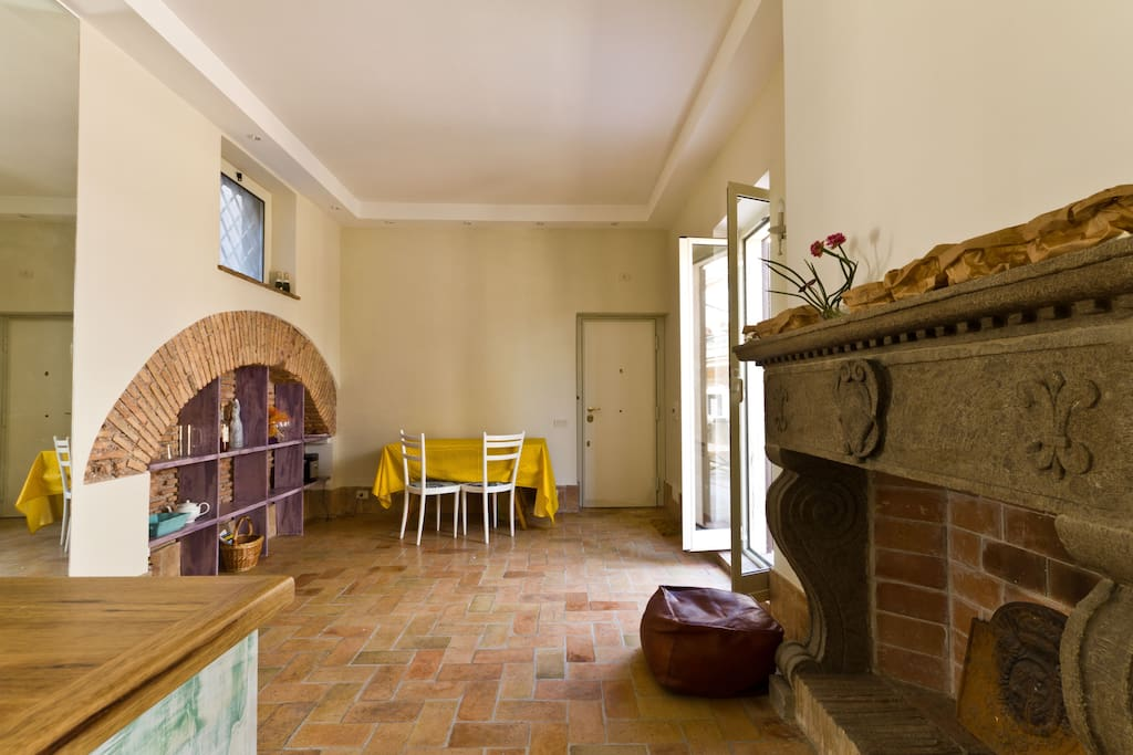 Cozy Rooftop Apartment at Colosseum
