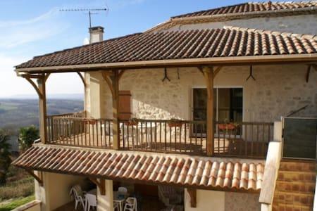 Renovated house with pool and panoramic views - Prayssas - Talo