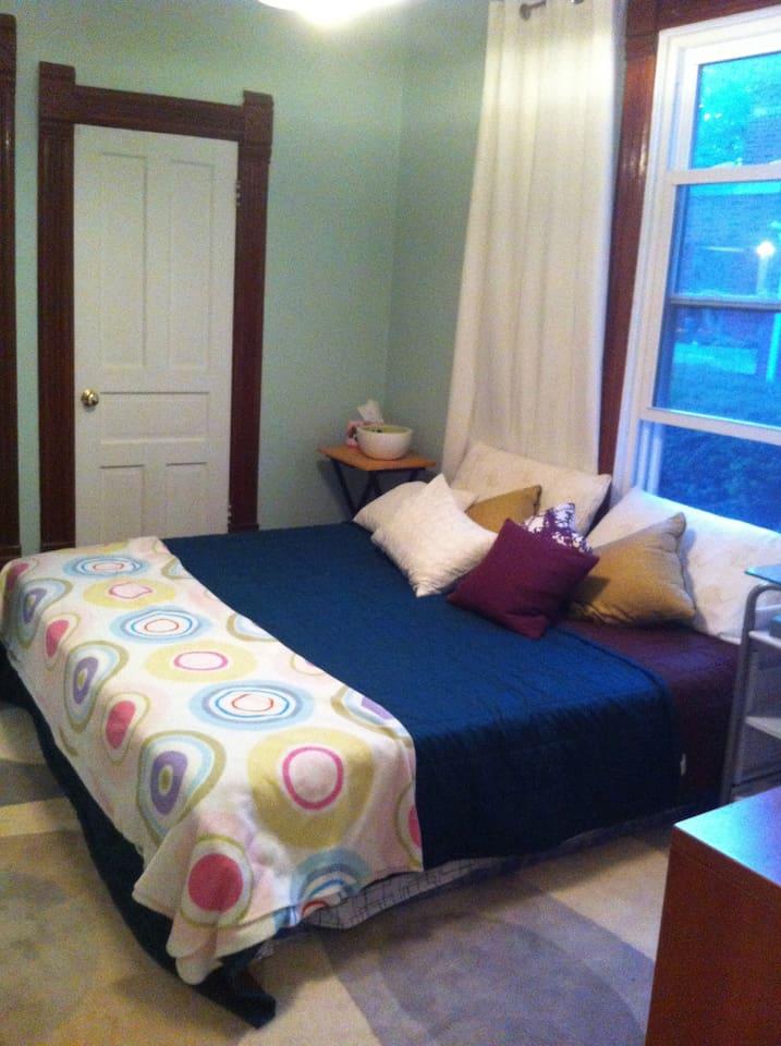 Cheerful Room Evanston Farmhouse