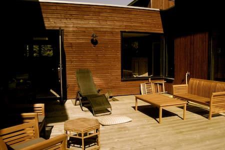 Villa bois 200m2 - 1 km de la mer - Huis