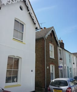 Whitstable cottage, 2 mins to beach - Whitstable - Apartment