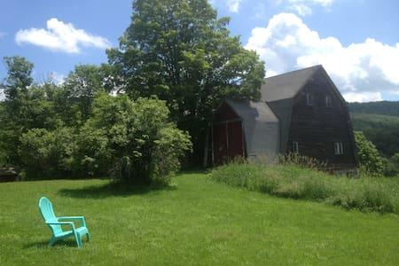 Arbuckle Hollow Farm Retreat. - Ház