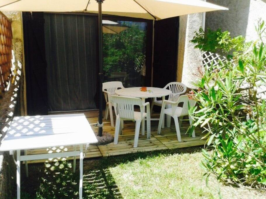 Terrasse privée donnant sur grand jardin