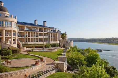 Beautiful condo at the Island - Villa