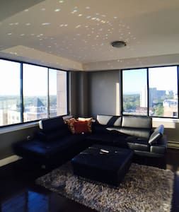 30 Mins from Manhattan, Ultra Modern Penthouse! - Apartment