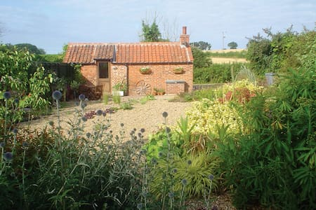 Idyllic Retreat Near Holt, Norfolk - Hytte
